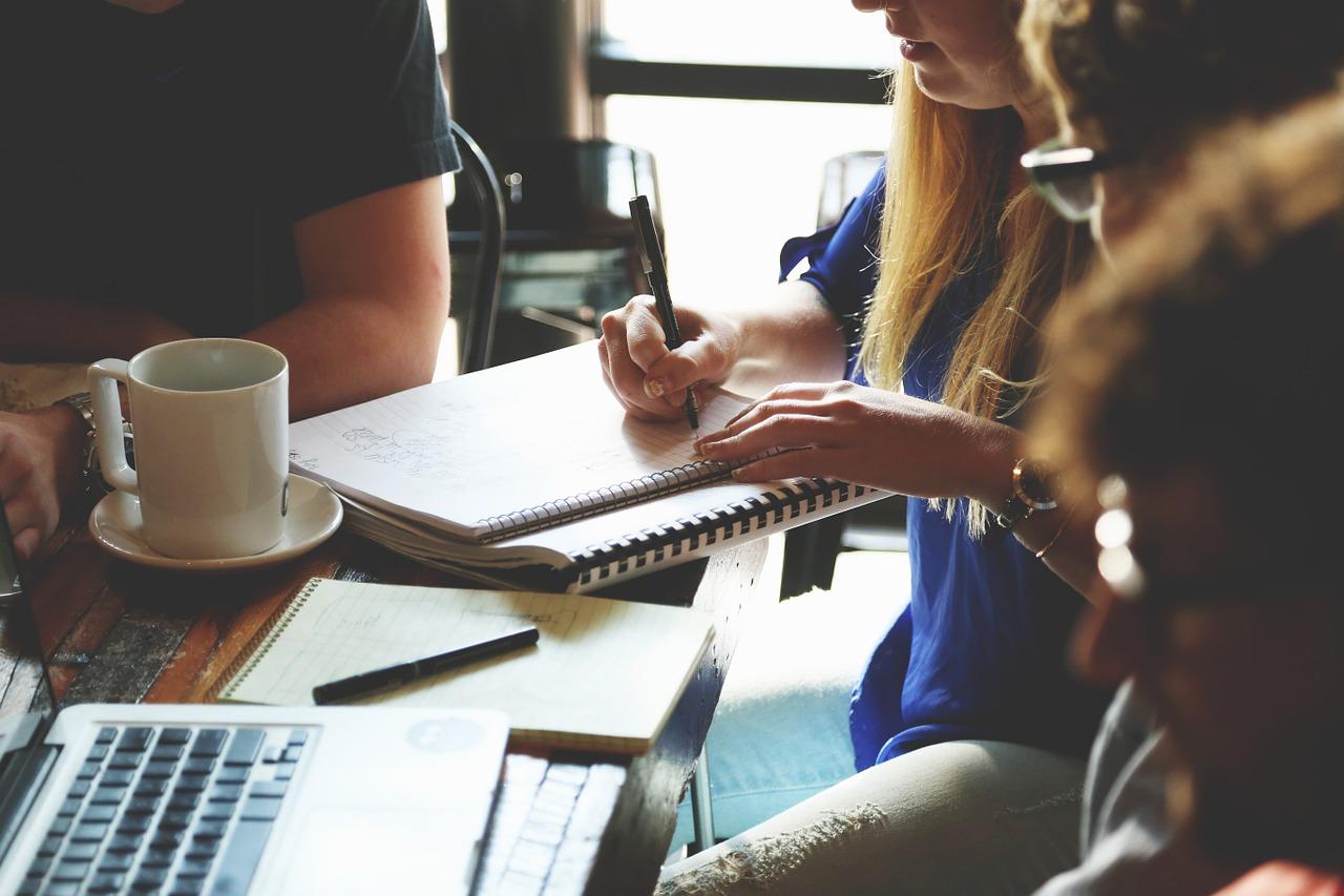 Studenti con Notebook.