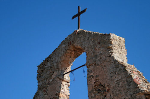 Foto della croce della Chiesa di Sant'Elena, a Ballao.
