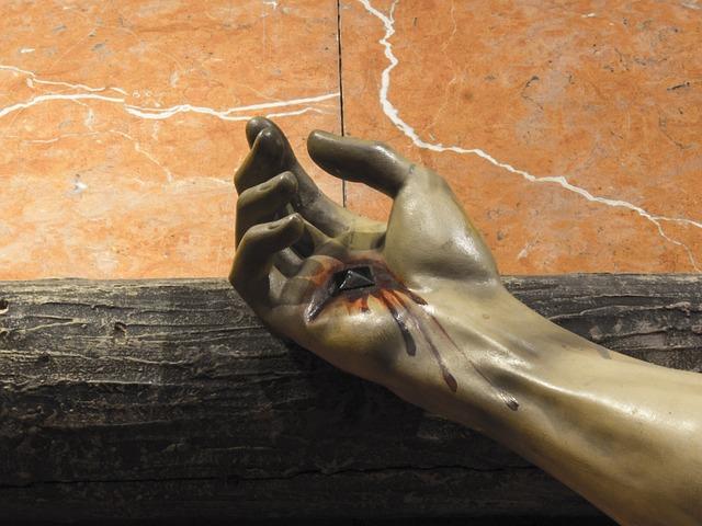 Dettaglio statua crocifissione.